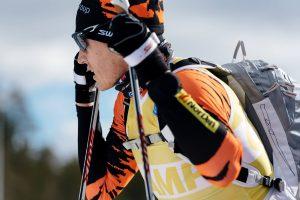 Säsongen innan regeln om maxlängd infördes stakade världens då bästa långloppsåkare Petter Eliassen med stavar som ibland nästan vara lika långa som honom själv. Men redan innan regeln infördes kom han på att det var på tok för långt.